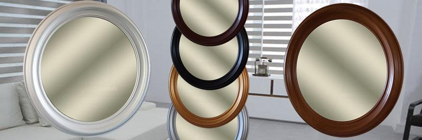 Круглое зеркало в багетной раме из дерева